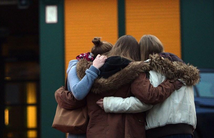 Przed gimnazjum w Haltern zebrali się koledzy ofiar /AFP