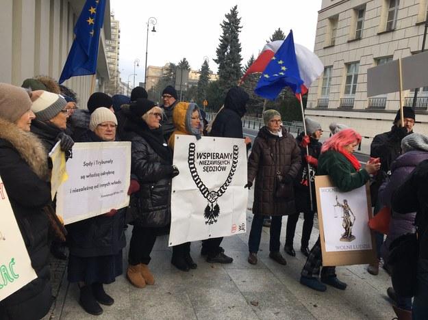 Przed Kancelarią Sejmu /Patryk Michalski /RMF FM