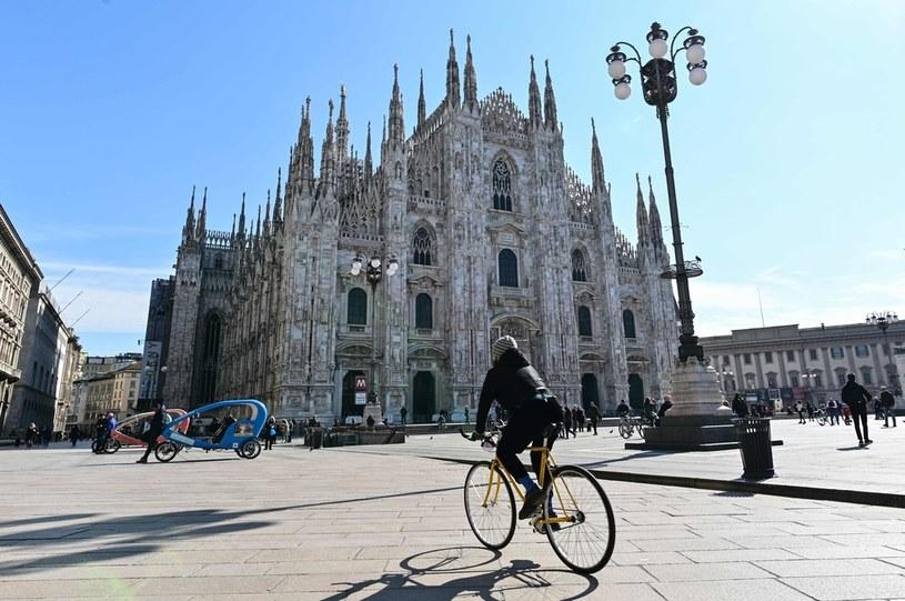 Przed katedrą w Mediolanie /AFP
