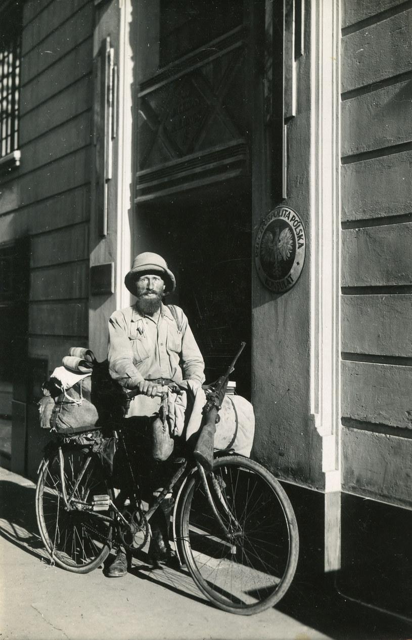 Przed konsulatem RP w Kapsztadzie w pełnym rynsztunku, maj 1934 roku. Fot. ze zbiorów Fundacji im. Kazimierza Nowaka /Archiwum