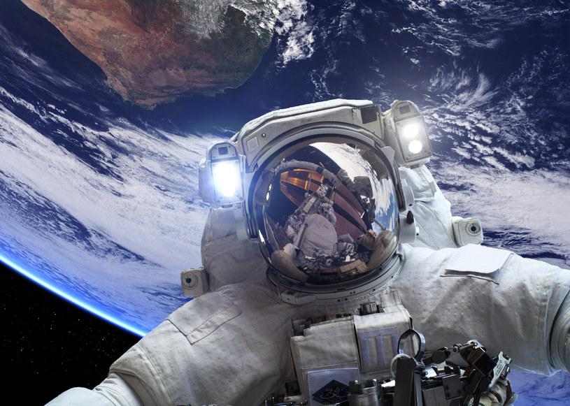 Przed lotem w kosmos należy zaopatrzyć się w okulary /123RF/PICSEL