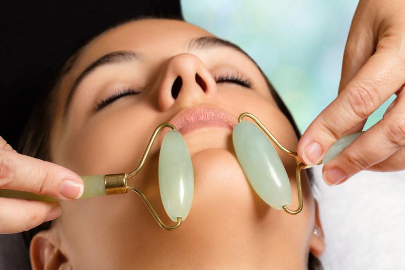 Przed masażem należy dokładnie oczyścić skórę /123RF/PICSEL