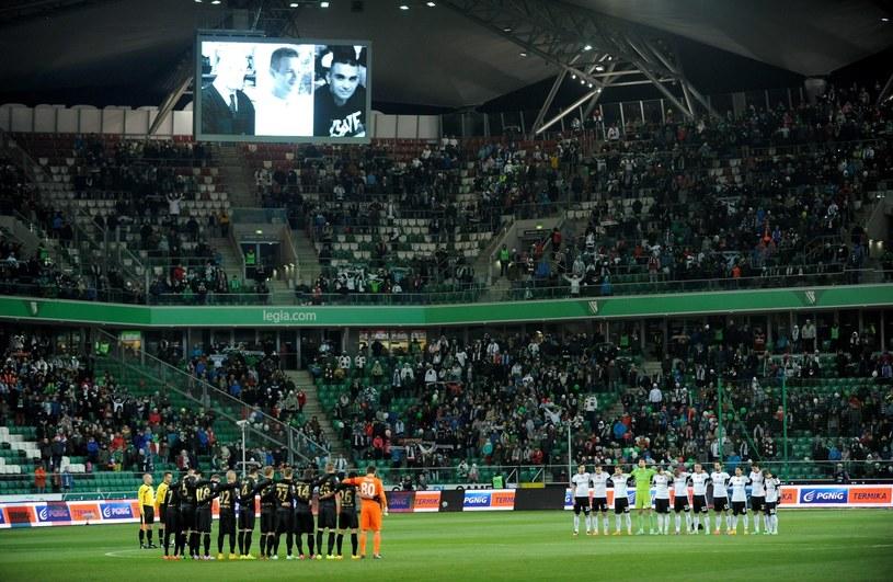 Przed ostatnim meczem Ekstraklasy Legia - Cracovia uczczono pamięć po kibicach warszawian, którzy zginęli w drodze na mecz z Lokeren. /Bartłomiej Zborowski /PAP