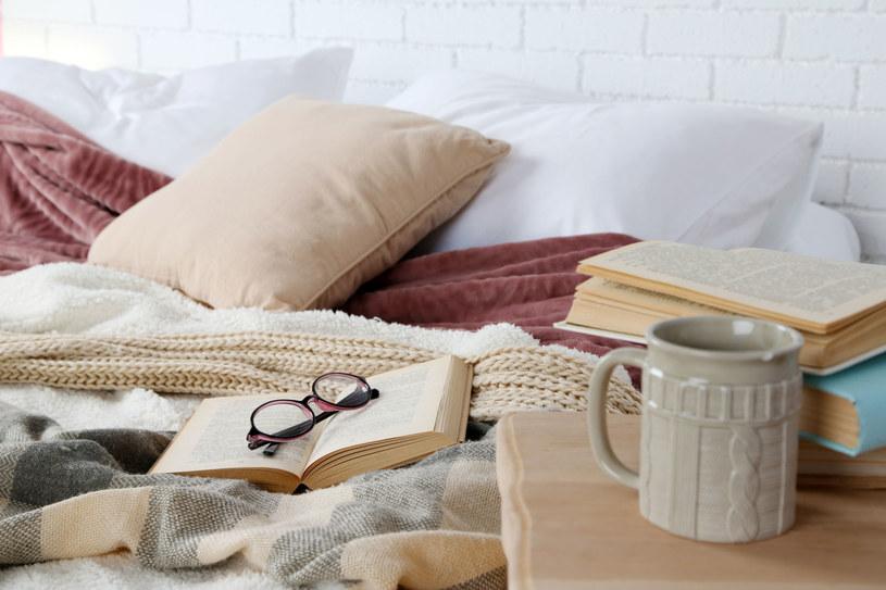 Przed pójściem spać nie zapomnij o przewietrzeniu sypialni /123RF/PICSEL