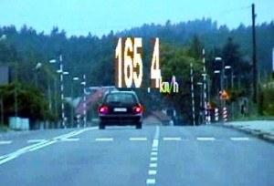 Przed przejazdem zwolnił... do 140 km/h /Policja