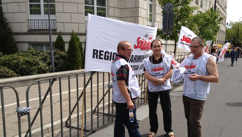 Przed Sejmem związkowcy protestują przeciwko reformie emerytur