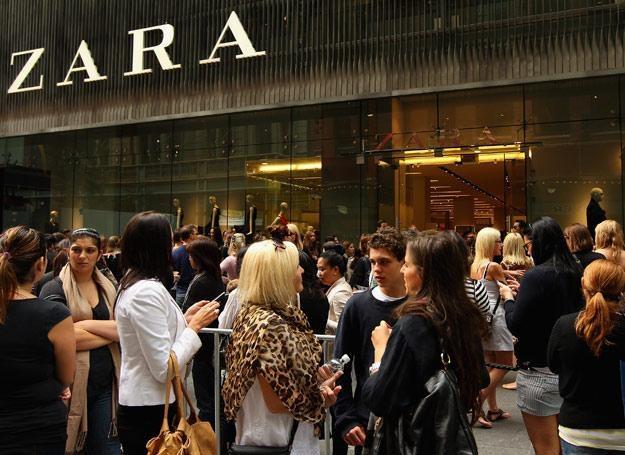 Przed sklepem w Sydney /Getty Images/Flash Press Media