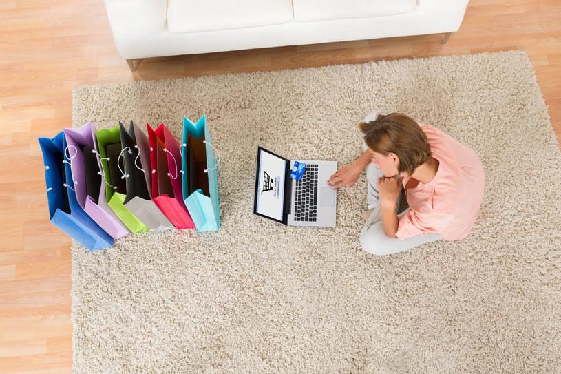 Przed świętami sklepy internetowe kuszą bardziej niż zwykle, ale miej się na baczności... /123RF/PICSEL