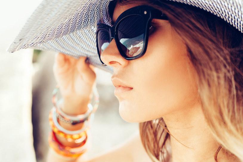 Przed szkodliwym promieniowaniem chroń nie tylko skórę, ale też oczy /123RF/PICSEL