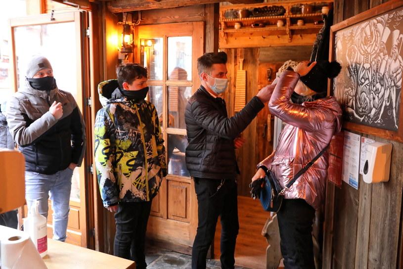 Przed wejściem do restauracji pojawiła się kolejka / Grzegorz Momot    /PAP