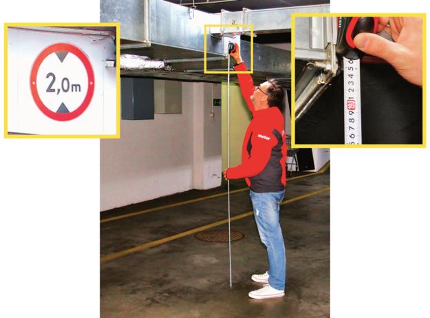 Przed wjazdem znajduje się informacja, że wysokość garażu to minimum 2 m, ale zdarza się, że w rzeczywistości kilku centymetrów brakuje. /Motor