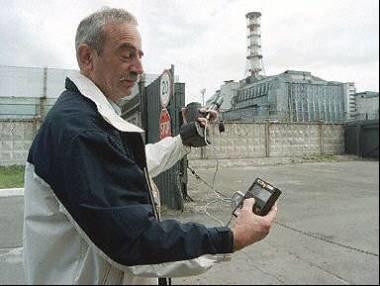 Przed wyjazdem do Czarnobyla trzeba zaopatrzyć się w licznik Geigera /AFP