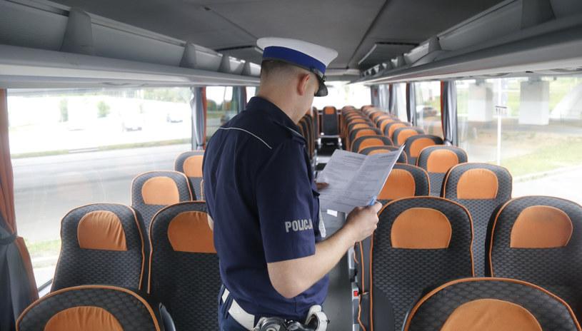 Przed wyjazdem policja może sprawdzić dokumenty i stan techniczny autokaru /Krzysztof Kapica /East News
