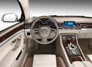 Przed zakupem A8 warto wziąć instrukcję obsługi i mozolnie posprawdzać działanie poszczególnych elementów wyposażenia. /Audi