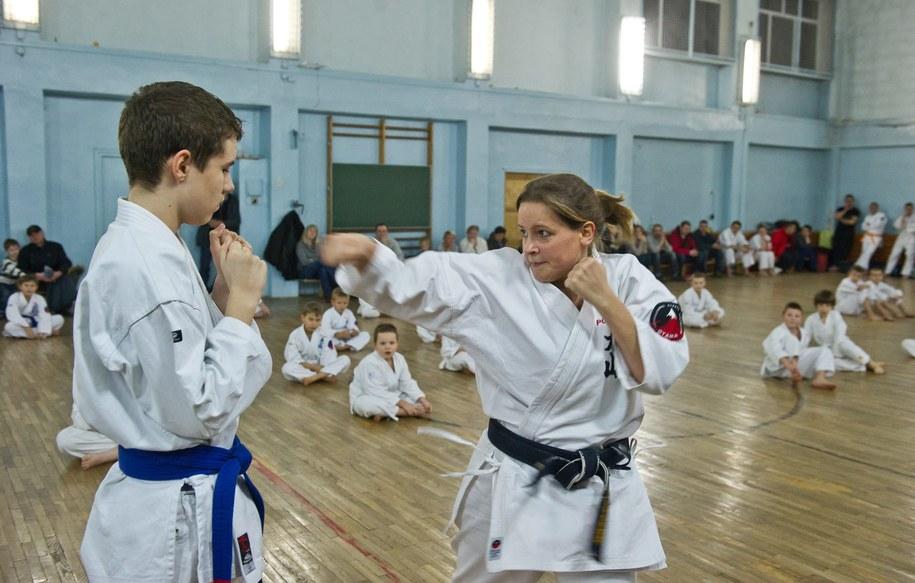 Przed zapisaniem dziecka na treningi warto sprawdzić szkołę walki (zdjęcie ilustracyjne) /Grzegorz Michałowski /PAP