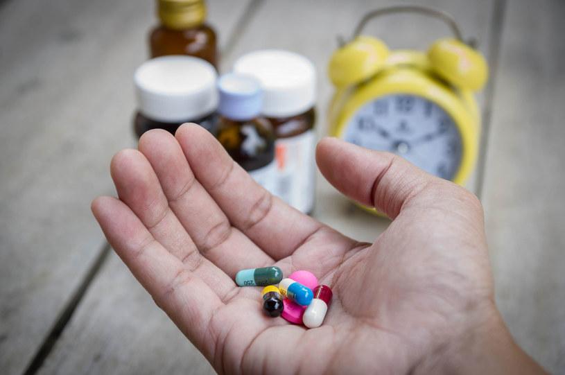 Przed zażyciem leku, zawsze przeczytaj ulotkę /123RF/PICSEL