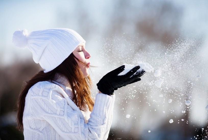 Przed zbliżającą się zimą, warto przygotować cerę na chłód i śnieg /123RF/PICSEL