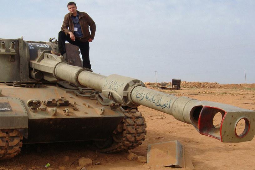 Przedmieście Benghazi. Zniszczone czołgi wojsk rządowych./fot. z archiwum Rafała Stańczyka /Styl.pl