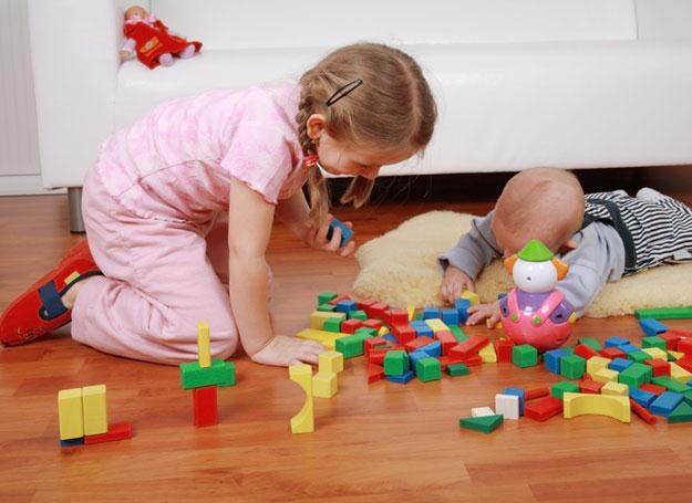 Przedmioty dotykane przez przedszkolaków są najlepszym środkiem roznoszenia bakterii gronkowca złoci /© Panthermedia