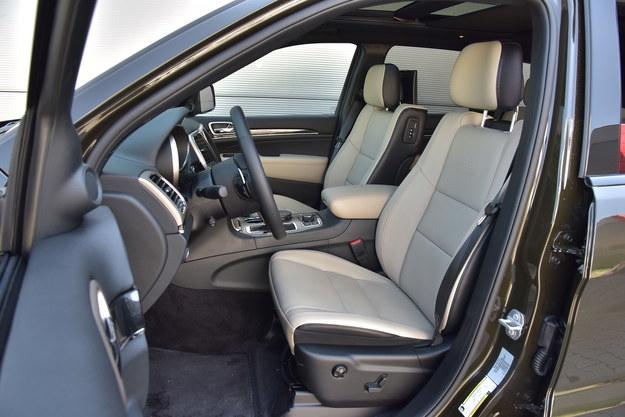 Przednie siedzenia mają dużą powierzchnię, ale słabe wyprofilowanie boczne. /Motor