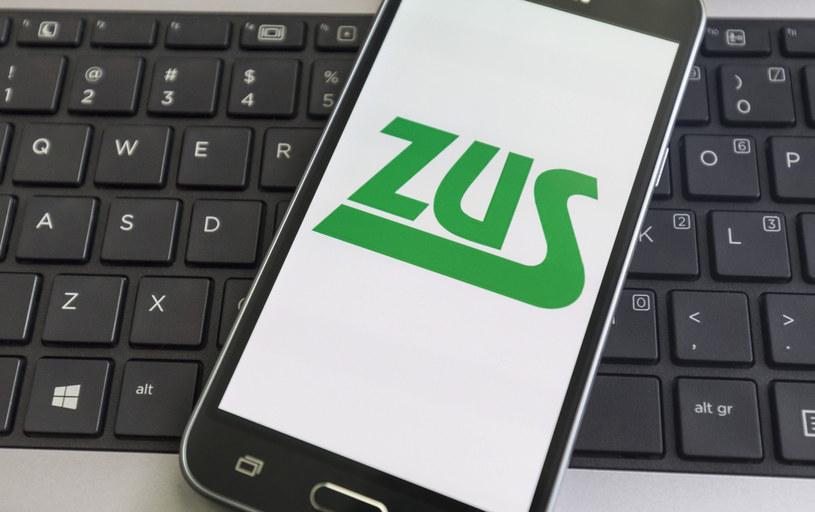 Przedsiębiorcy złożyli do ZUS już pół miliona elektronicznych wniosków o pomoc w ramach tarczy antykryzysowej. /Arkadiusz Ziółek /East News