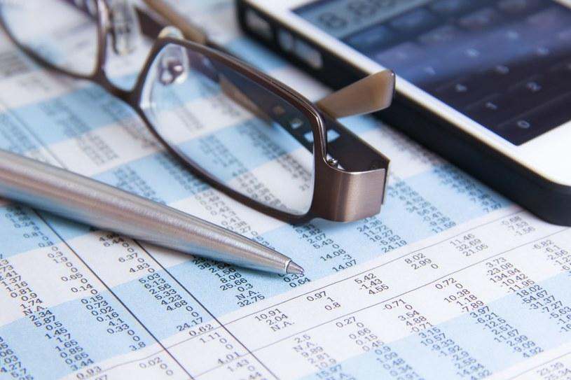 Przedsiębiorstwa wciąż notują duże spadki sprzedaży /123RF/PICSEL