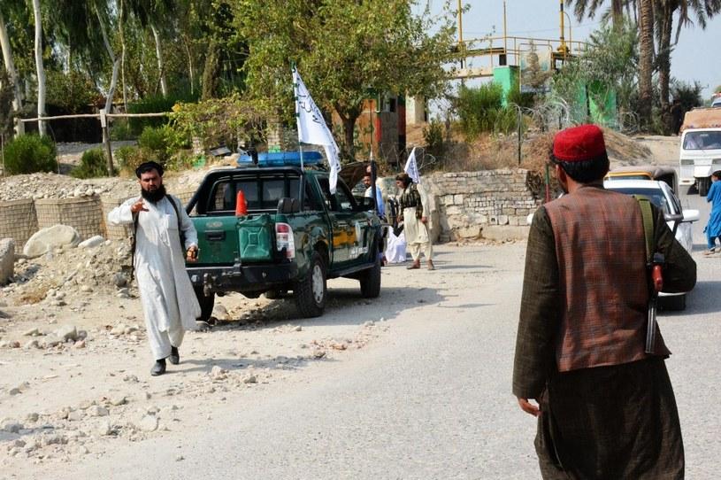 Przedstawiciel talibów na miejscu jednego z wybuchów, do którego doszło w Dżalalabadzie /STR / AFP /AFP