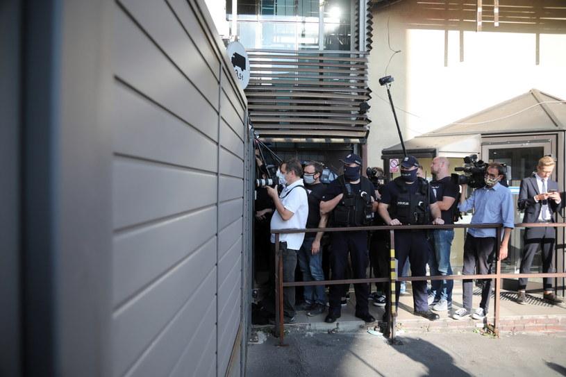 Przedstawiciele mediów zgromadzeni przed siedzibą PiS przy ulicy Nowogrodzkiej w Warszawie (21.09.2020) /Wojciech Olkuśnik /PAP