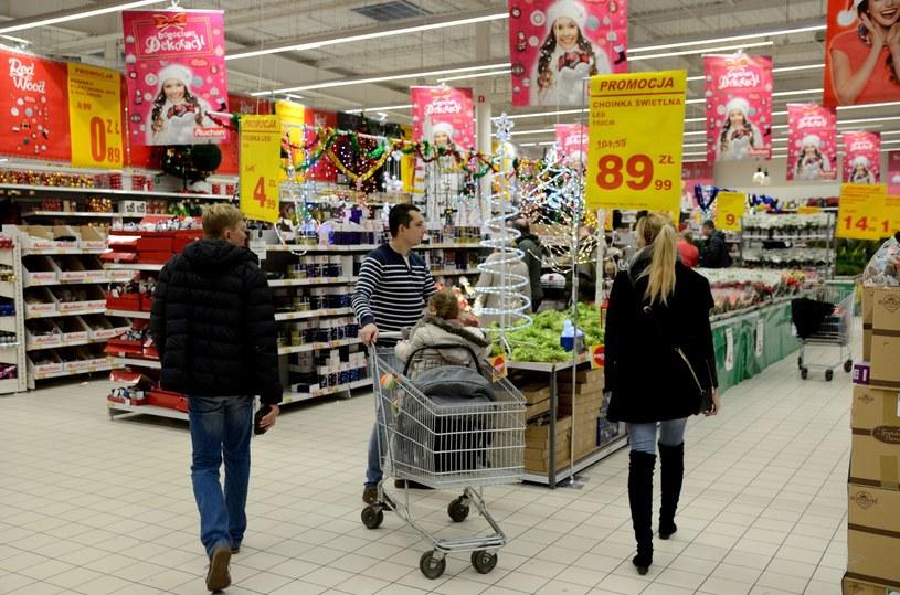 Przedświąteczne zakupy w hipermarkecie /Bartlomiej Magierowski /East News