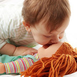 Przedszkolak - chłopiec lubi lalki, a dziewczynka samochody