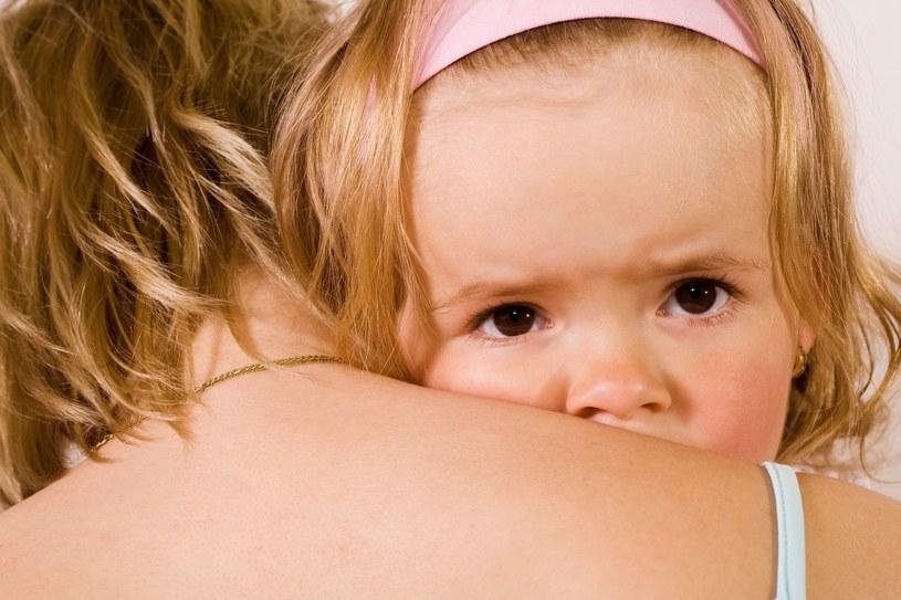 Przedwczesne dojrzewanie dotyka najczęściej dziewczynki /123RF/PICSEL