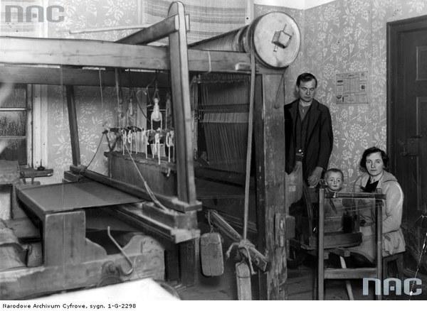 Łódź - warsztat tkacki tkacza chałupnika, Albina Pija - wnętrze domowego warsztatu, 1933