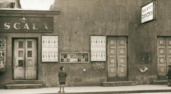 """Teatr """"Scala"""" przy ul. Dzielnej 1, róg Dzikiej (Zamenhofa), należał przed wojną do najbardziej znanych scen żydowskich. Repertuar miał ambitny, prezentował sztuki żydowskich autorów w rodzimym jidysz."""