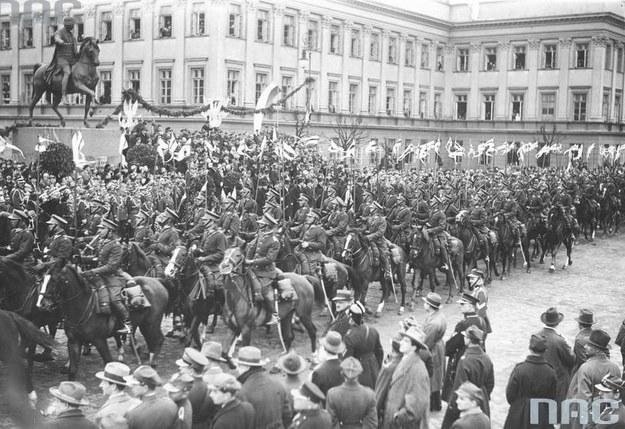 Przedwojenne uroczystości Święta Trzeciego Maja na Placu Saskim w Warszawie /Z archiwum Narodowego Archiwum Cyfrowego