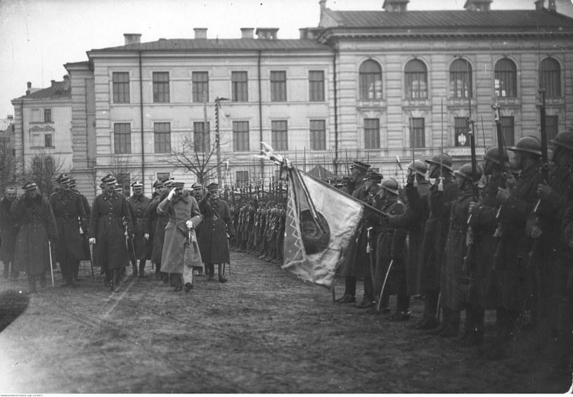 Przegląd wojska dokonany przez Józefa Piłsudskiego po zajęciu Wilna /Z archiwum Narodowego Archiwum Cyfrowego