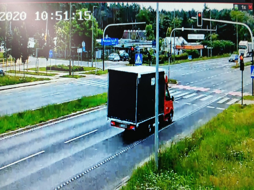Przejazd na czerwonym świetle kosztował drogo... /Policja