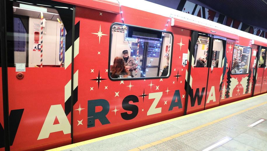 Przejazd świątecznym pociągiem metra / Tomasz Gzell    /PAP