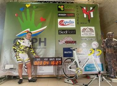 Przejechał na rowerze stacjonarnym prawie 10,5 tys. km