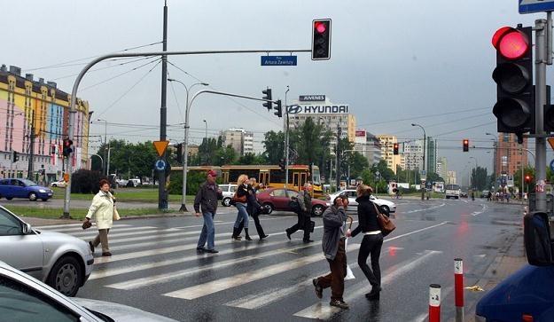 Przejeżdżanie na czerwonym świetle może skończyć się tragedią / Fot: Marcin Smulczyński /Agencja SE/East News