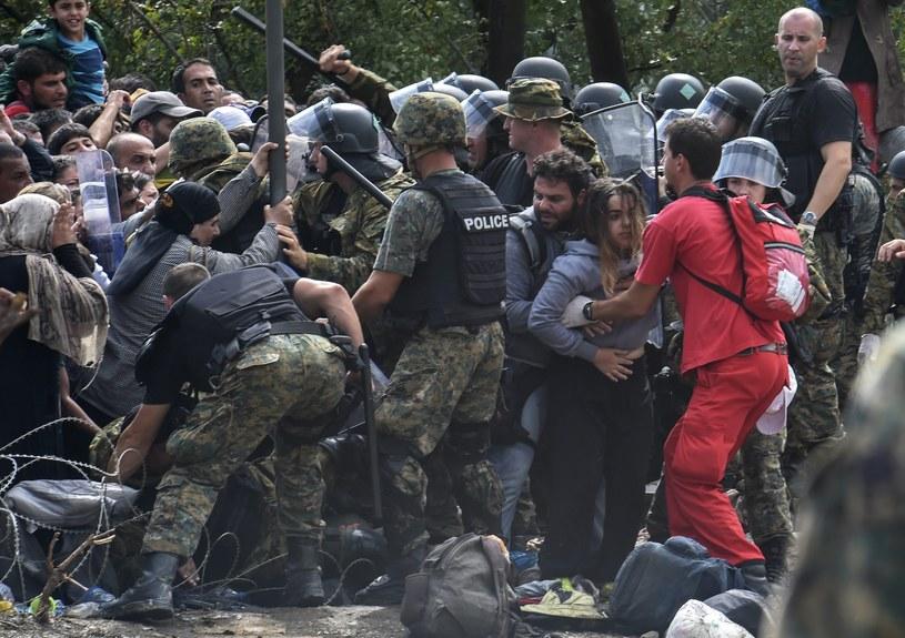 Przejścia pilnują wzmocnione odziały policji macedońskiej /PAP/EPA