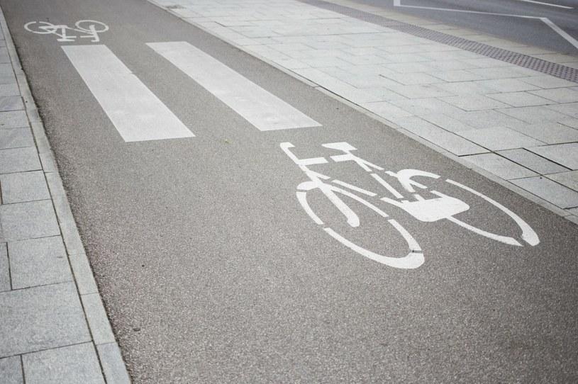 Przejście dla pieszych powinno być oznakowane znakiem pionowym D-6 /Maciej Łuczniewski /Agencja SE/East News