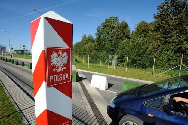 Przejście graniczne Grzechotki-Mamonowo /Wojciech Stróżyk /Reporter