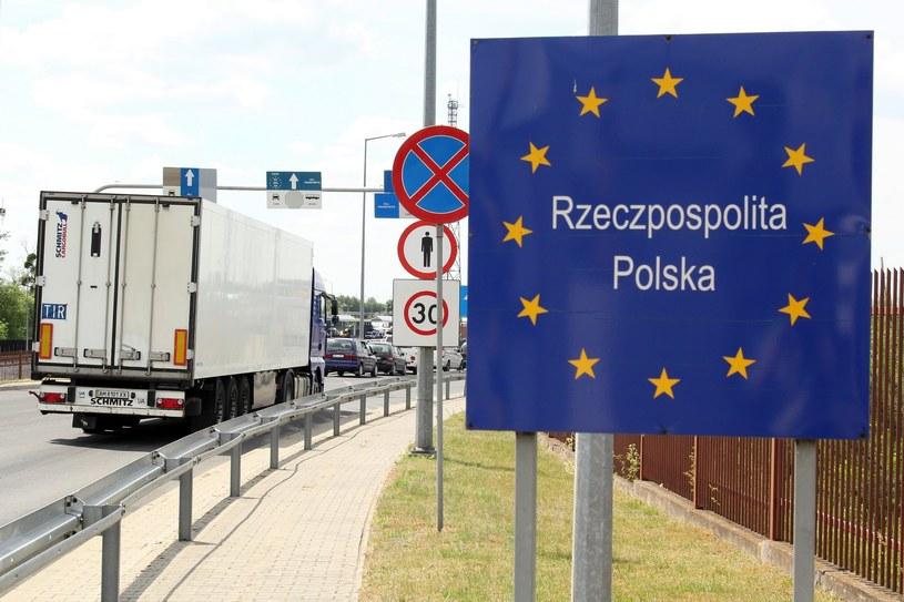 Przejście graniczne w Dorohusku - granica Polski i Unii Europejskiej /Artur Sasik /East News