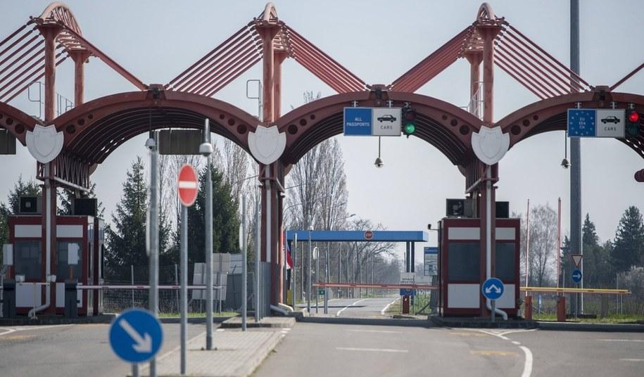 Przejście graniczne węgiersko-chorwackie /TAMAS SOKI /PAP/EPA