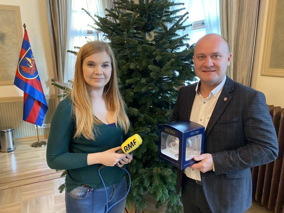 Przekazanie bombki prezydentowi Szczecina /Aneta Łuczkowska /RMF FM