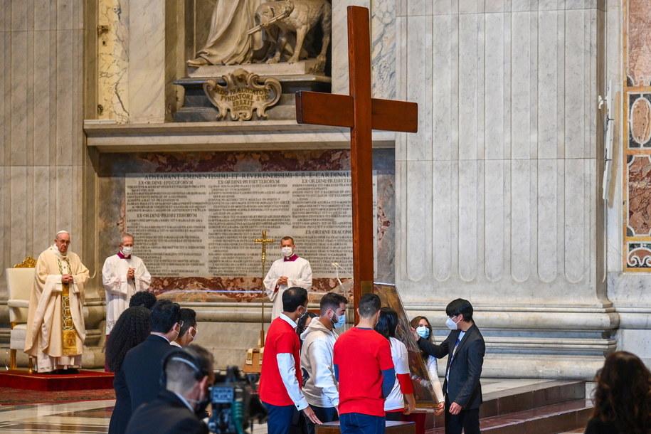 Przekazanie krzyża Światowych Dni Młodzieży /VINCENZO PINTO / POOL /PAP/EPA
