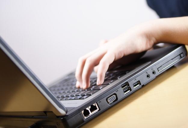 Przekazanie pracownikowi komputera służy realizacji celów gospodarczych zakładanych przez pracodawcę /© Panthermedia