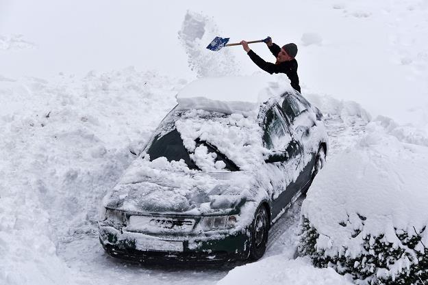 Przekazanie samochodu na cele osobiste moze kosztować /AFP