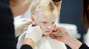 Przekłuwają uszy małym dzieciom