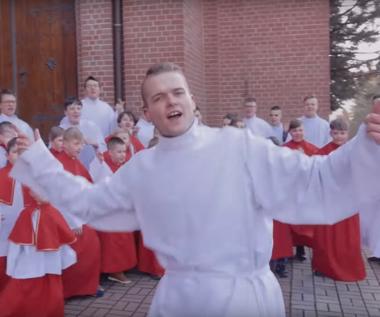 """""""Przekorny los"""" w wersji ministrantów podbija sieć. Jak brzmi parodia przeboju Zenka Martyniuka?"""